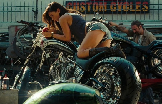megan-fox-transformers-2-motorcycle